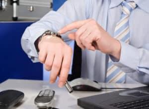Abmahnung wegen Arbeitszeitbetrug kann zur Kündigung führen