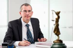 Aufgabe eines Anwalts für Abmahnung