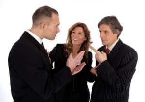 Eine Abmahnung wegen Störung des Betriebsfriedens ist zwar selten, kann aber vorkommen.