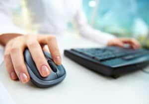 Eine Abmahnung im Urheberrecht ist häufig auf Verstöße im Internet zurückzuführen.