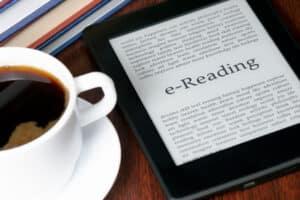 Ein eBook illegal zu lesen, kann eine Abmahnung zur Folge haben.