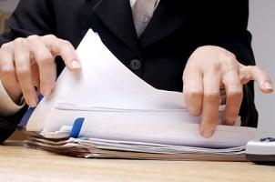 Ist die Abmahnung unrechtmäßig, können Sie die Löschung aus der Personalakte veranlassen.