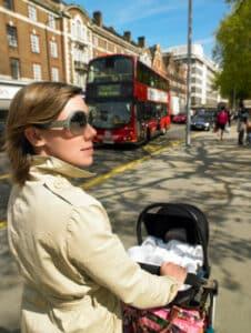 Im Arbeitsrecht unterliegen Schwangere und Mütter dem Mutterschutz und dem Kündigungsschutzgesetz