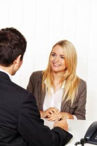 Ein Rechtsanwalt in Leipzig im Bereich Arbeitsrecht kann Sie bei einer Abmahnung unterstützen.