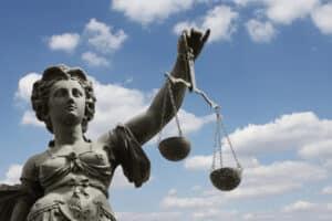 Rechtsanwälte wie Sasse und Partner reichen manchmal auch Klage ein.