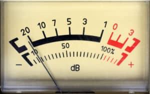 Eine Abmahnung kann den Mieter wegen Lärm bzw. Ruhestörung erreichen.