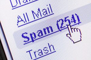 Abmahnung wegen Spam-Mail: Ist das Unternehmen bekannt, kann die Unterlassung eingefordert werden.