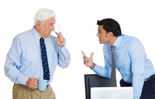 Eine Abmahnung wegen unerwünschter Nebentätigkeit kann vom Arbeitgeber ausgesprochen werden.