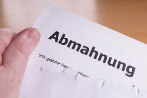Eine Abmahnung wegen einem Nebenjob ist nach dem Arbeitsrecht unter bestimmten Bedingungen möglich.