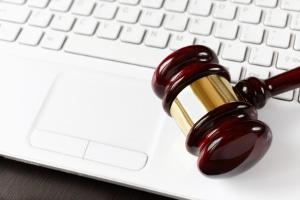 Wegen der Nutzung von Share-Online.biz eine Abmahnung erhalten: Bei illegalen Downloads ist das möglich.