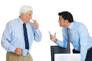 Eine Abmahnung vom Chef ist fürs Anschreien ziemlich wahrscheinlich.