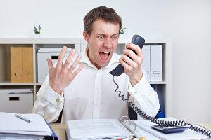 Droht eine Abmahnung vom Chef fürs Anschreien? Eine Kündigung ist nicht ausgeschlossen.