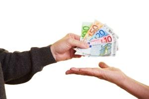 Eine Abmahnung zum Ticketverkauf auf Ebay erfolgt bei Missachtung des Verbots des kommerziellen Weiterverkaufs.