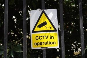 Am Arbeitsplatz gilt bezüglich der Videoüberwachung die Hinweispflicht.