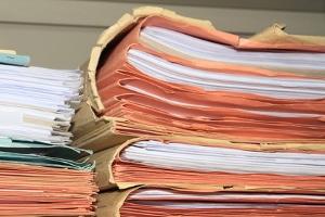 Eine Aktennotiz in der Personalakte ist bei einer Ermahnung im Arbeitsrecht durchaus üblich.