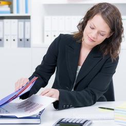 Gründe einer Abmahnung: Ein Rechtsanwalt aus dem Arbeitsrecht kann Sie zu diesen beraten.