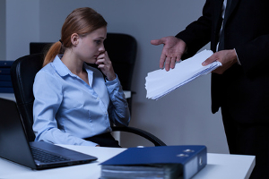 Im Arbeitsrecht ist eine schriftliche Ermahnung legitim. Sie kann aber auch mündlich erteilt werden.