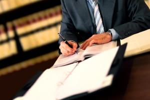 Eine einstweilige Verfügung nach der Abmahnung erfolgt in der Regel durch einen Anwalt.