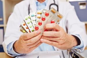 Unlauterer Wettbewerb herrscht auch dann, wenn bei Heilungsfähigkeiten von Medikamenten gelogen wird.