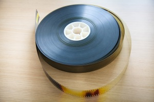 Streamen von Filmmusik oder im Hintergrund? Die GEMA kann beim Film Gebühren verlangen.