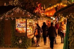 Die GEMA erhebt für Musik, z. B. auf Weihnachtsmärkten, Gebühren nach verschiedenen Tarifen.