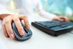 Beim Impressum zum Onlineshop kann ein Muster helfen. Es müssen aber individuelle Anpassungen stattfinden.
