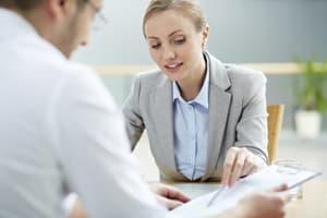 Auf eine Abmahnung können Vermieter mit Widerspruch reagieren. Oft müssen auch Gerichte entscheiden.