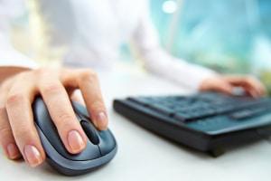 Zur eigenen Seite ein Impressum gestalten: Privatadresse und E-Mail-Adresse müssen in jedem Fall enthalten sein.