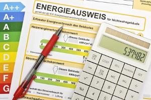 Unzureichende Angaben zum Energieausweis können einem Makler eine Abmahnung bescheren.