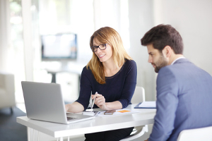 Wollen Sie einen Garantieanspruch geltend machen, müssen Sie sich direkt an den Garantiegeber wenden.