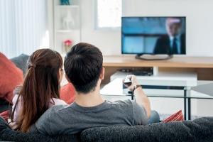 Serien online streamen: Legal ist das bei seriösen Anbietern wie Netflix oder Amazon möglich.