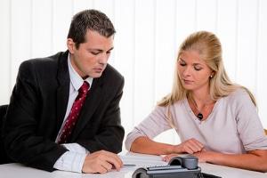 Haben Sie Probleme wegen dem Impressum Ihrer AG? Ein Rechtsanwalt kann Ihnen helfen.