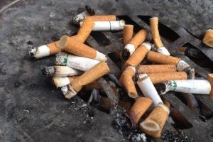 Für das Rauchen am Arbeitsplatz kann eine Abmahnung erteilt werden.