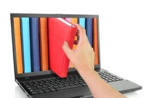 Newsreader mit Suchfunktion arbeiten in der Regel über einen Server des Usenet-Anbieters.