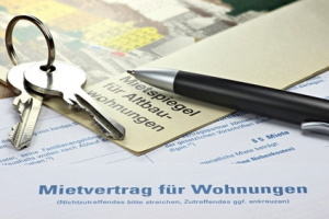 Mieter können die Hausverwaltung abmahnen, wenn z. B. Mängel nicht behoben werden.