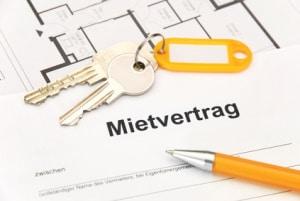 Abmahnung für Mieter: Eine offene Haustür kann in der Hausordnung als Grund benannt sein.