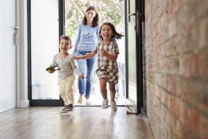 Abmahnung für eine offene Haustür: En Muster kann bei der Formulierung helfen.